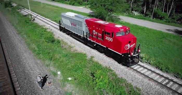 18000 аккумуляторов используется в гибридном грузовом поезде